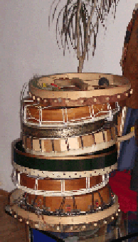 Rahmentrommeln vor dem Yuwipi-Ritual