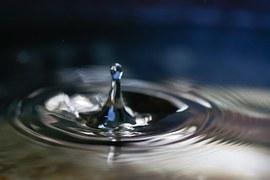 Tropfen und Wasser als Symbol für die Integration