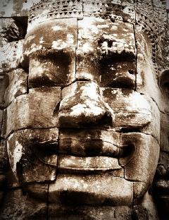Versteinerter Kopf - als Symbol für traumatische Erfahrungen