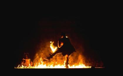 Rituale: Wichtiger Bestandteil der Ausbildung. Hier: Feuertanz