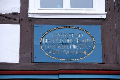 Inschrift an einem Fachwerkhaus